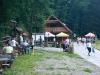 10-skamieniale-miasto-w-ciezkowicach-parking-glowny-bar-pod-grunwaldem-fot-piotr-firlej-www-skamienialemiasto-pl_