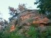 76-skamieniale-miasto-w-ciezkowicach-skalka-z-krzyzem-fot-piotr-firlej-www-skamienialemiasto-pl_
